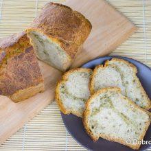 Пшеничный хлеб с оливковым маслом и травами на ржаной закваске