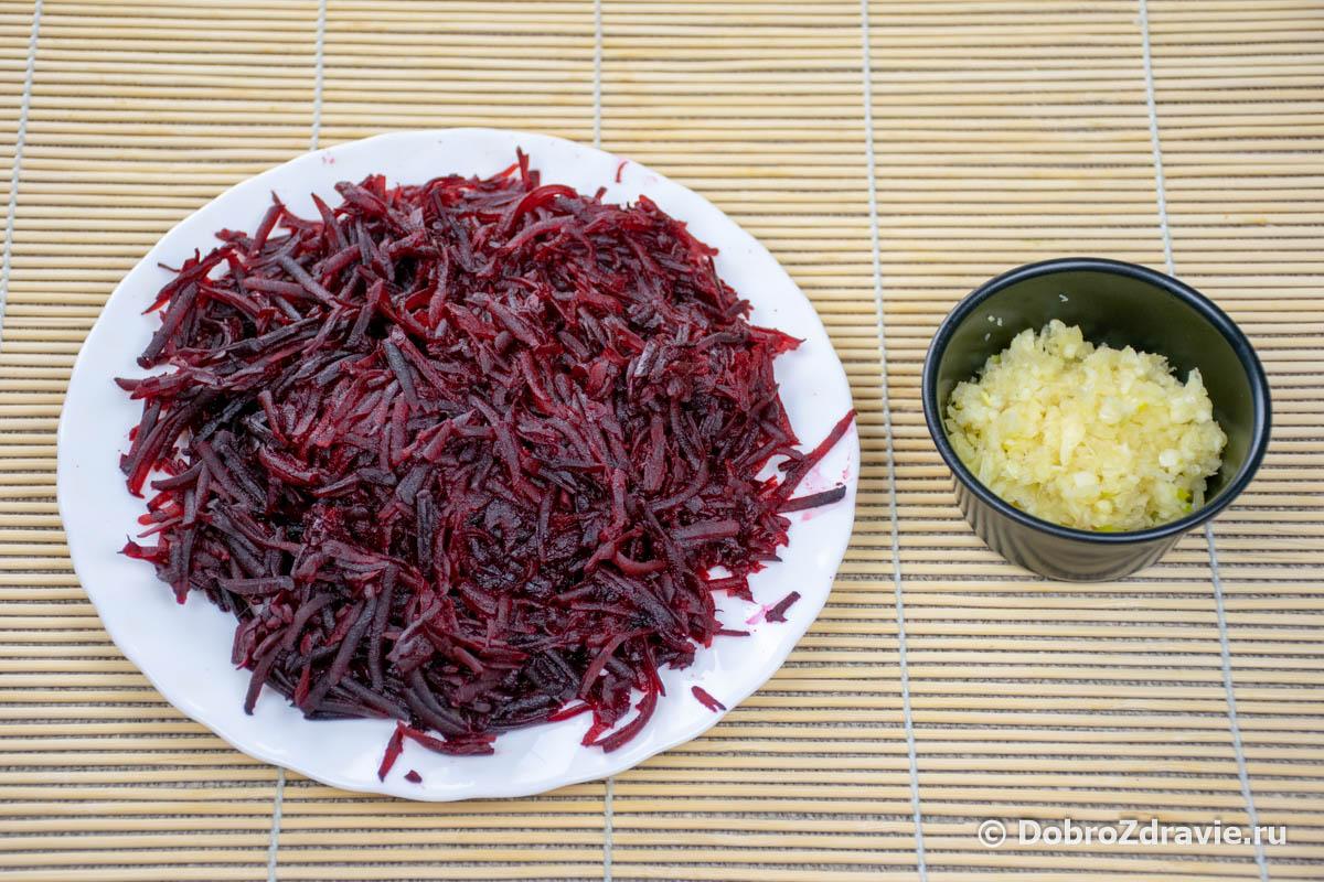 Салат из свёклы с чесноком и орехами – вегетарианский пошаговый рецепт приготовления с фото