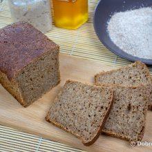 Цельнозерновой хлеб на ржаной закваске