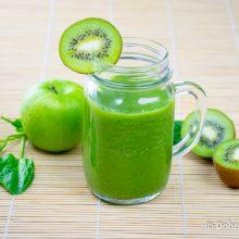 Смузи из яблок, киви и шпината