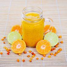 Смузи с облепихой, мандаринами и мёдом